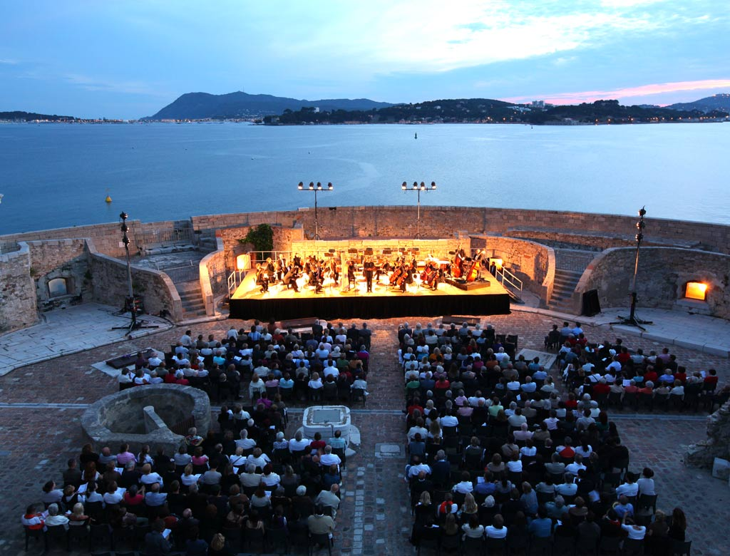 Les festivals de toulon office de tourisme de toulon - Piscine municipale bourg royal toulon ...