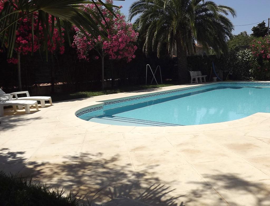 Chambres d 39 h tes toulon villa maolni toulon tourisme for Piscine toulon