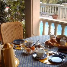 Valbourdine petit déjeuner extérieur