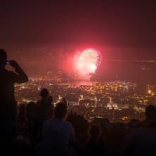 Feu d'artifice depuis le sommet du mont Faron à Toulon
