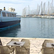 Restaurant Terre et Mer sur le port de Toulon
