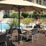 holiday-inn-terrasse-piscin