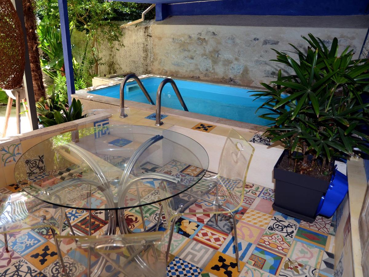 Chambre d 39 h tes le jardin de tess toulon tourisme - Table de jardin new york toulon ...